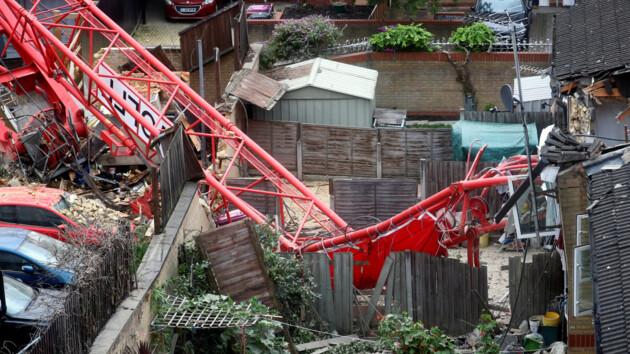 В Лондоне строительный кран обрушился на жилые дома