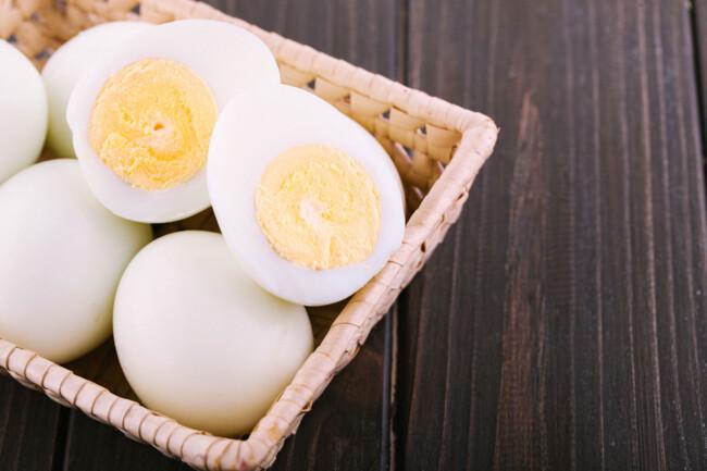 Перед чисткой охладите яйца