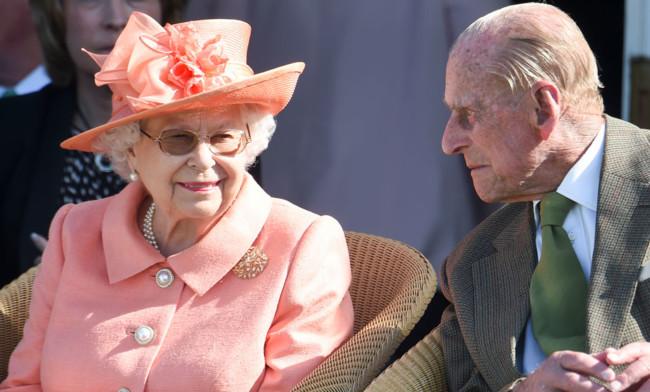 94-летняя Елизавета II срочно возвращается к работе в Букингемском дворце