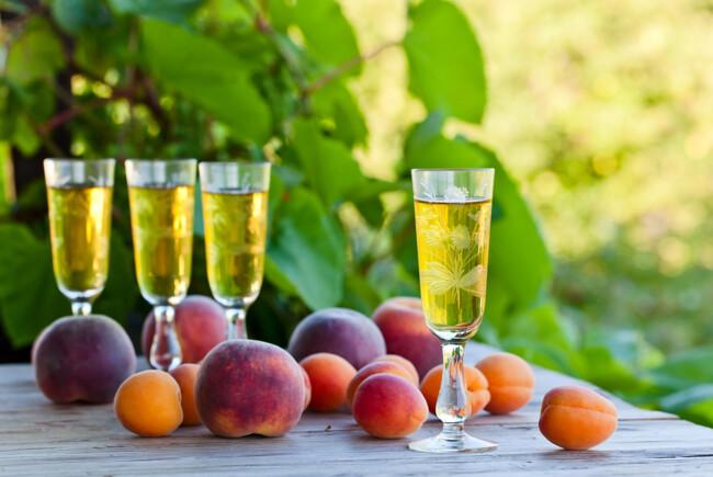 Наливка з персиків