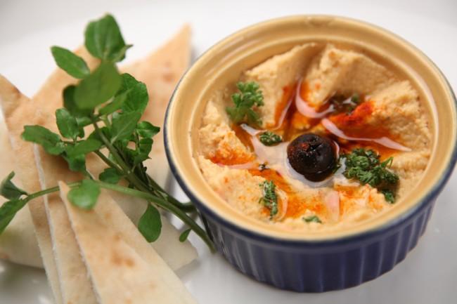 Хумус з маслинами