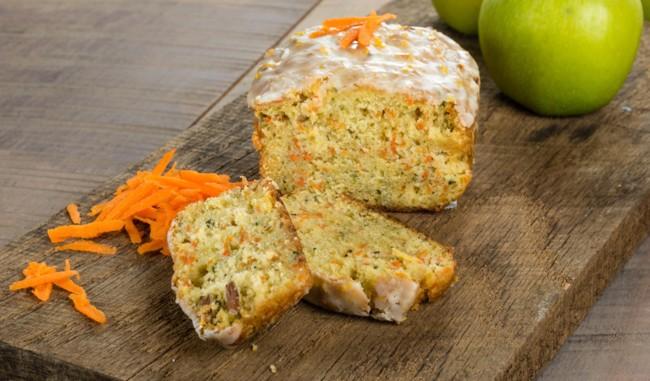 Кекс с яблоками и морковью