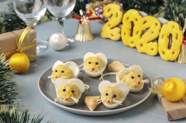 Фаршированные яйца на Новый год