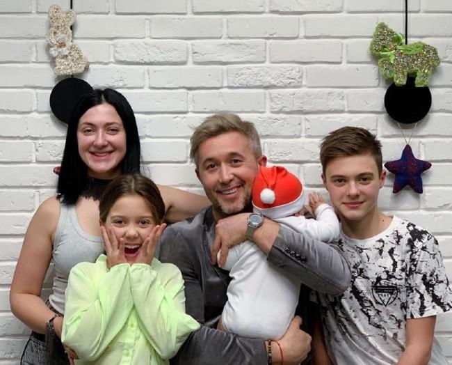 Українські зіркові тата, які обожнюють своїх дітей