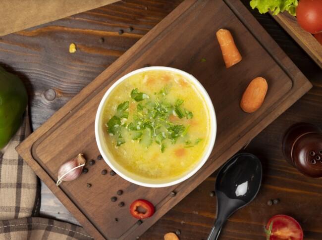 Куриный бульон с овощами и паутинкой