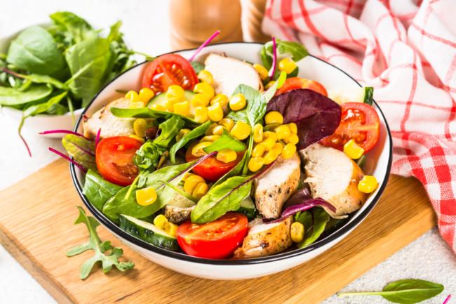 Салат з курки з кукурудзою та буряком