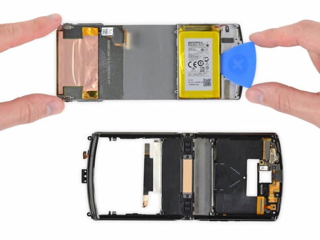 Все элементы Motorola Razr приклеены