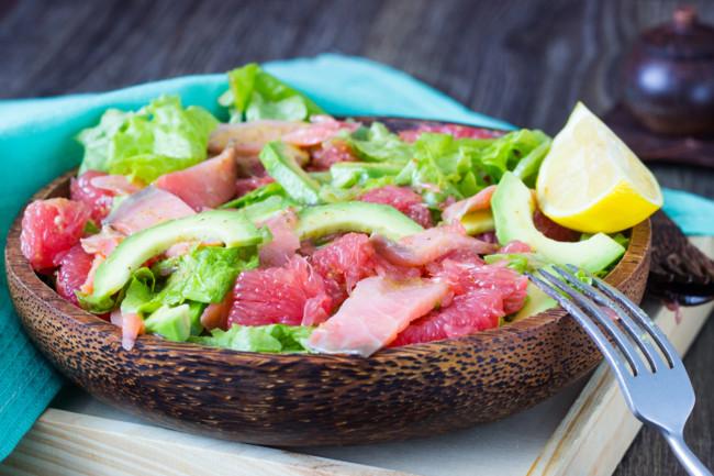 Салат из грейпфрута с красной рыбой