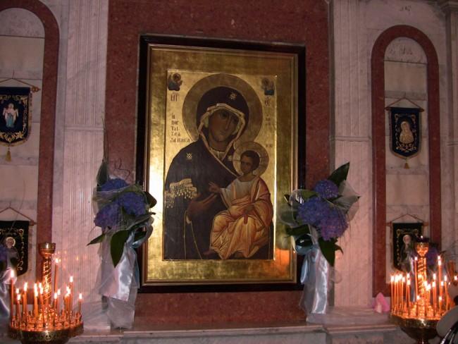 Іверська ікона Божої Матері: значення, у чому вона допомагає
