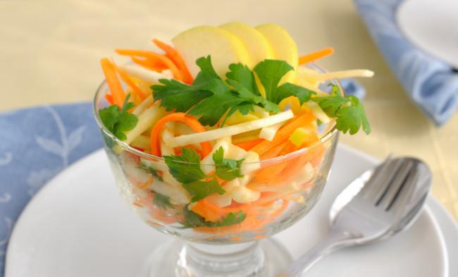 Овощной салат з яблоком