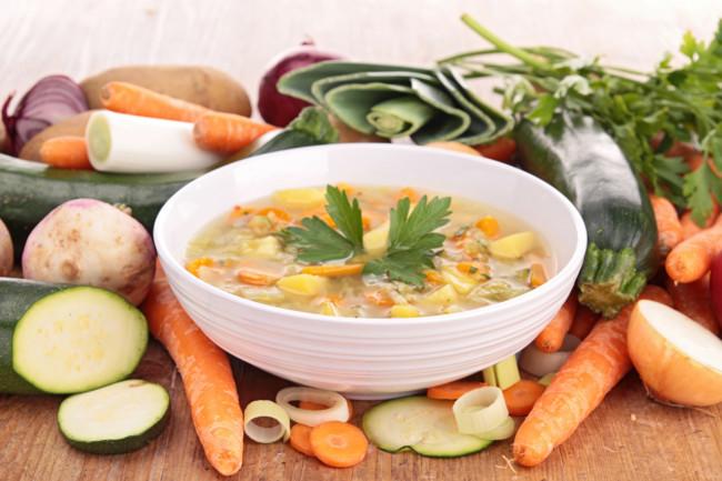 В жидкий суп влейте больше воды или бульона