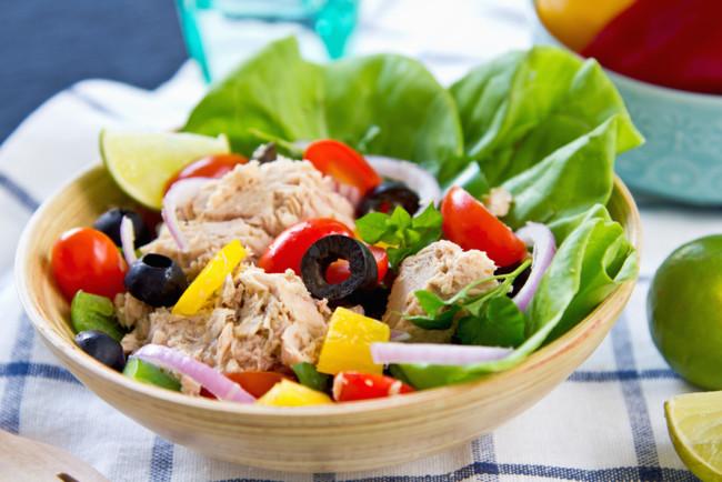 Весняний салат з тунцем