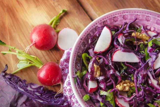 Салат из капусты и редиса