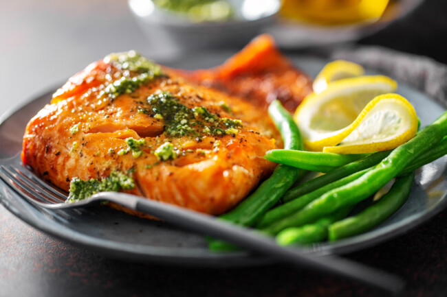 Из стручковой фасоли можно готовить гарниры, салаты и супы