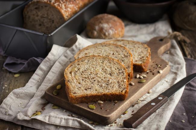 В составе цельнозернового хлеба может быть много сахара, Полезные самозванцы: ТОП-5 продуктов, с большим содержанием сахара