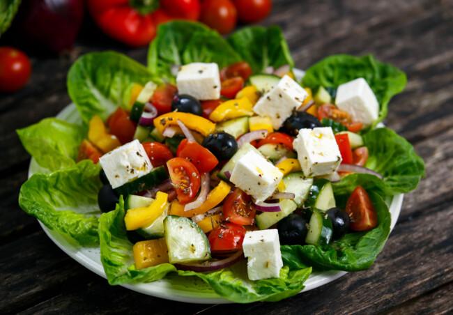 Салат з фетою та овочами