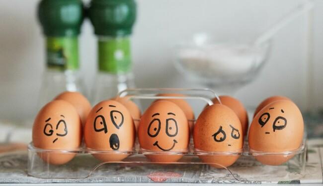 Редкие породы кур несут разноцветные яйца