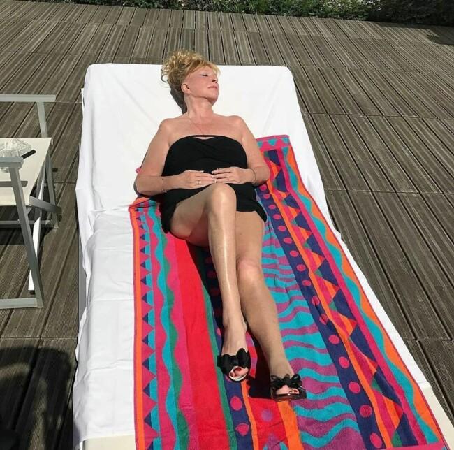 Галкін сфотографував потайки: Алла Пугачова в купальнику оголила стрункі ноги