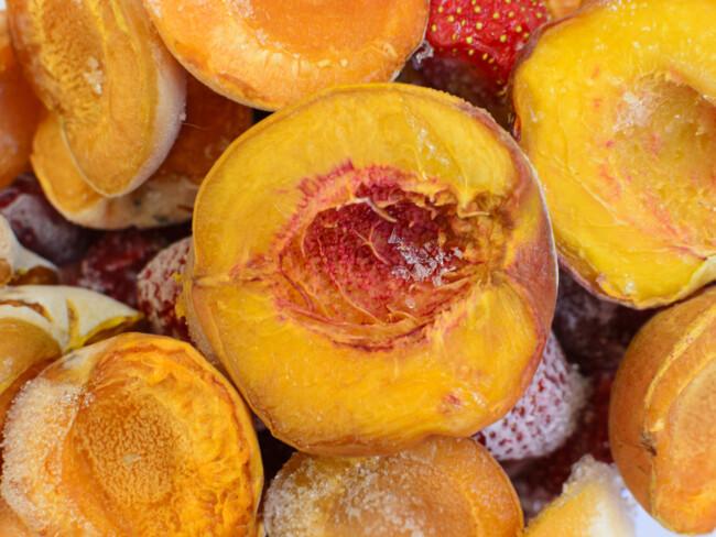 Замороженные персики половинками