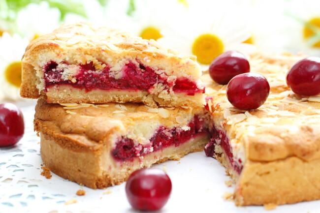 Тертый вишневый пирог