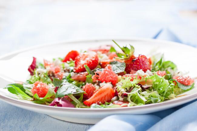 Салат з полуниці та авокадо