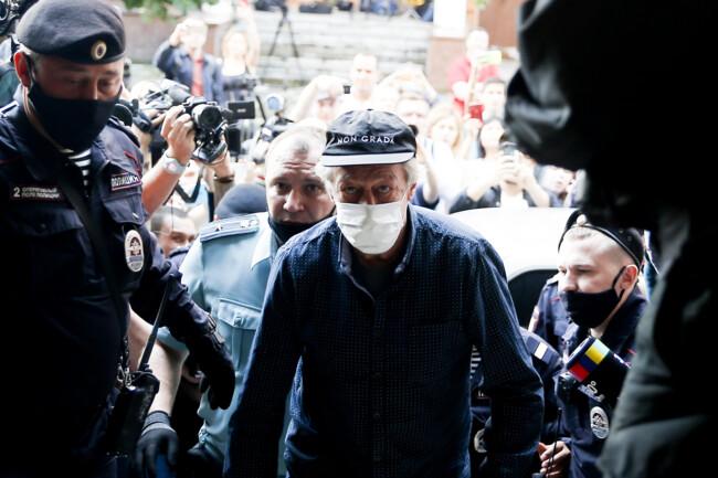 Суд продовжив домашній арешт Михайлу Єфремову
