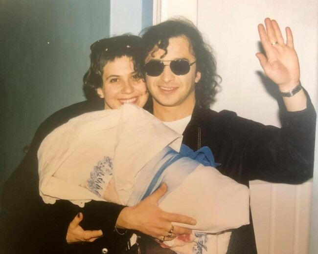 У Мережі з'явилися архівні фото Віктора Павліка з молодшим сином Павлом