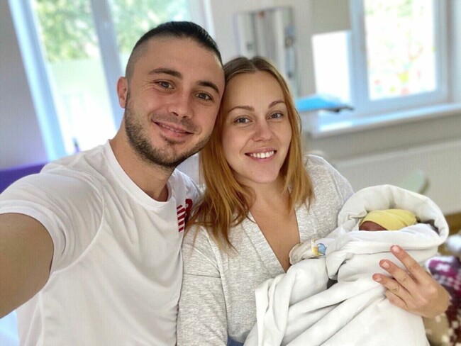 Співачка Alyosha народила третю дитину: перше фото малятка