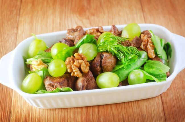 Салат из печенки и винограда