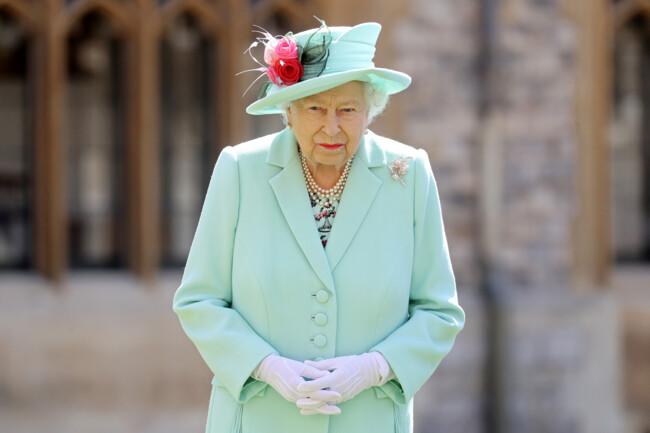 Королева в ярости: Елизавета II поссорилась со своими помощниками