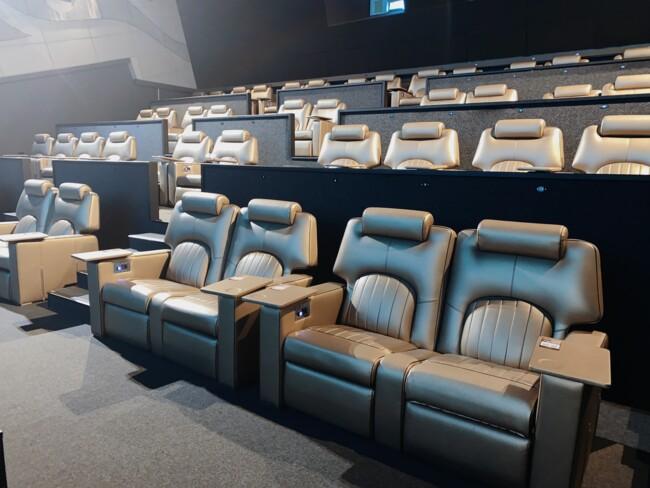 Что делают люди в одном из самых дорогих кинотеатров страны? (репортаж)6