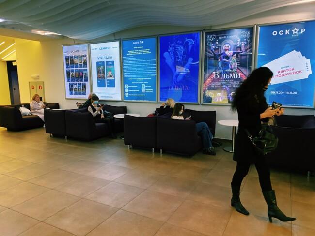 Что делают люди в одном из самых дорогих кинотеатров страны? (репортаж)2