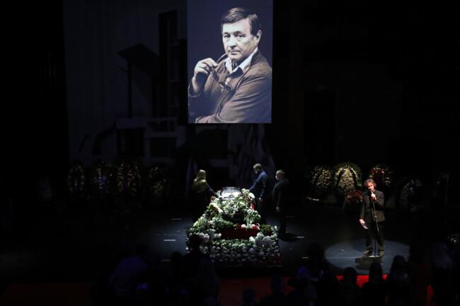 С Романом Виктюком попрощались в Москве: фото траурной церемонии