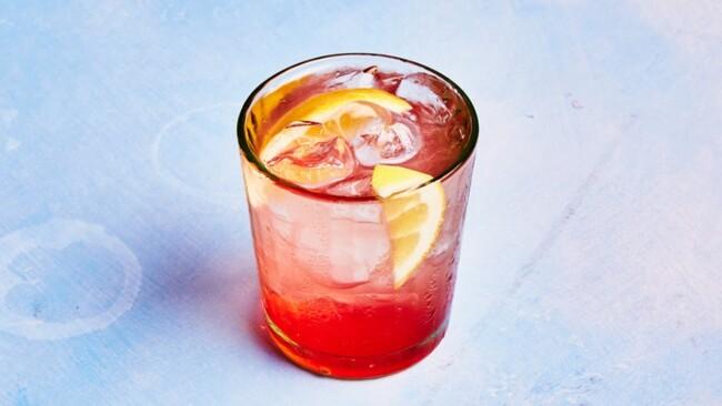 Розовый джин-комбуча