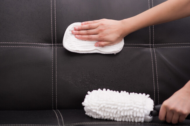 Как чистить кожаный диван