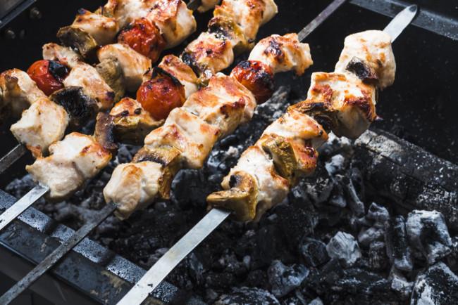 Шашлык из свинины — 13 рецептов приготовления шашлыка и маринада ... | 434x650