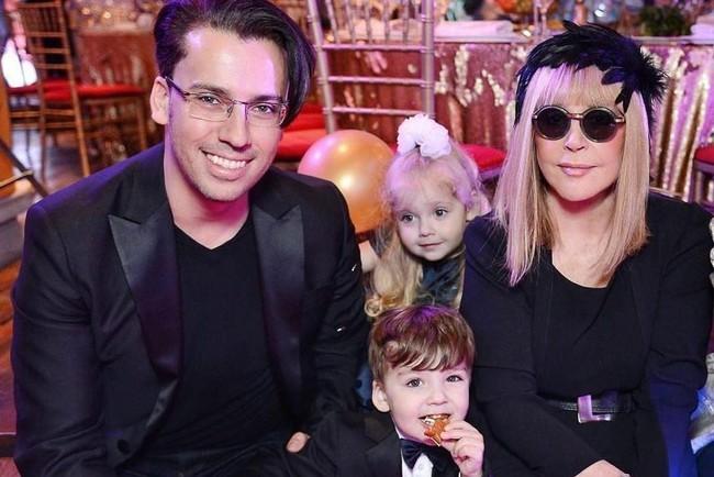 Алла Пугачова з чоловіком Максимом Галкіним та дітьми