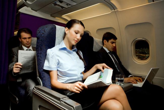 На борту самолета важно соблюдать все правила