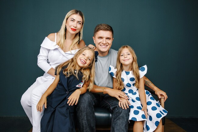 Знову до школи: як українські зірки проводжали дітей на навчання