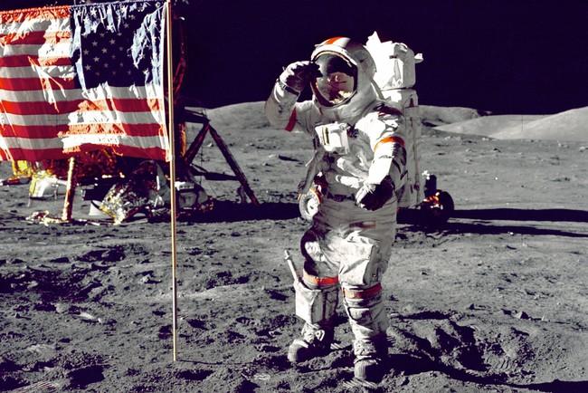 Космічна сума: власник відео з висадкою на Місяць казково розбагатів
