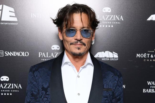 Під прицілом камер: Джонні Депп з'явився на Венеціанському кінофестивалі