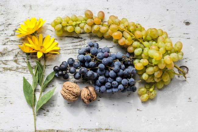 Темный виноград полезнее, чем зеленый