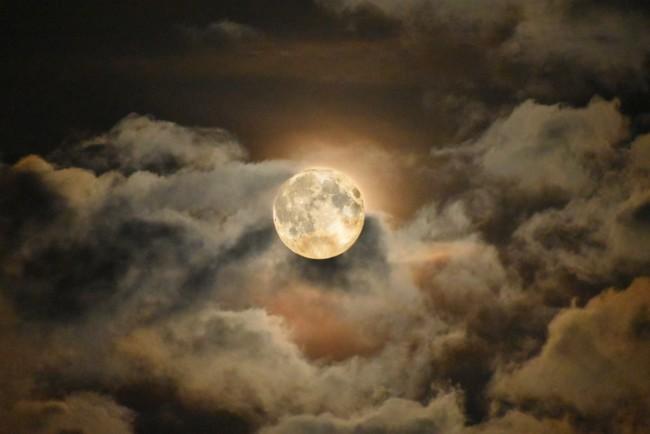 Урожайна Луна в пятницу 13 - запреты дня