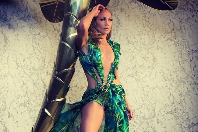 Дженніфер Лопес на показі Versace