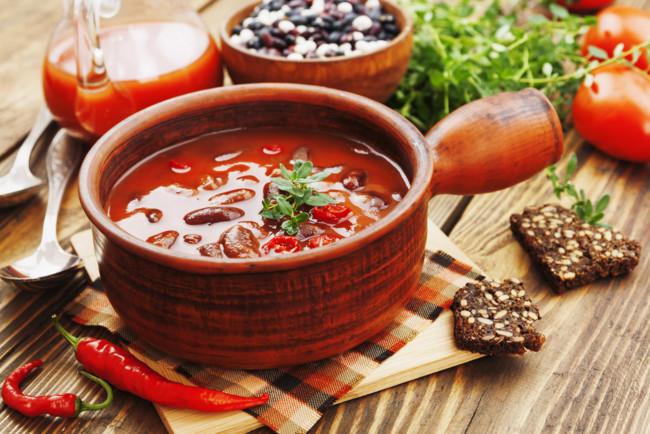 Суп с красной фасолью и колбасками