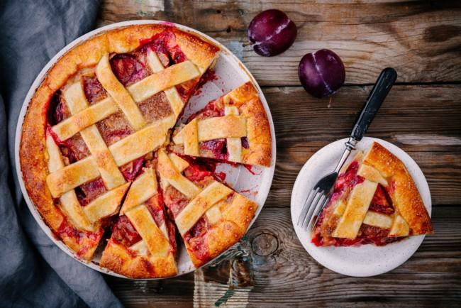 Вишневий пиріг з решіткою: рецепт від Джеймі Олівера