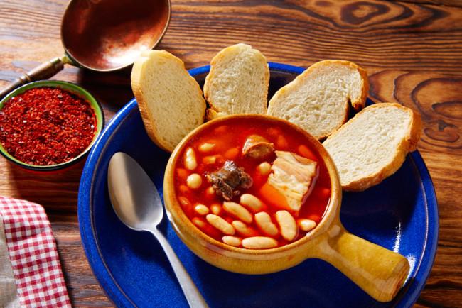 Испанский суп фабада с фасолью