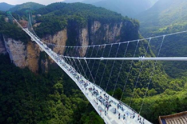 В Китае пришлось закрыть на время стеклянные мосты Фото: anya.shendryk / Instagram