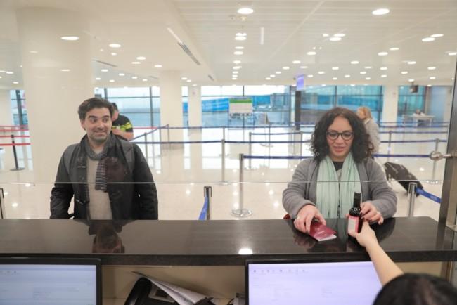 В аэропортах Грузии туристам  начали дарить вино Фото: newsgeorgia.ge