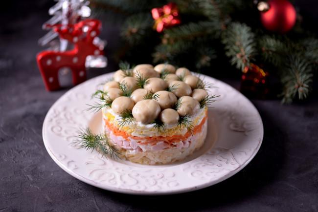 """Новогодний салат """"Грибная поляна"""""""